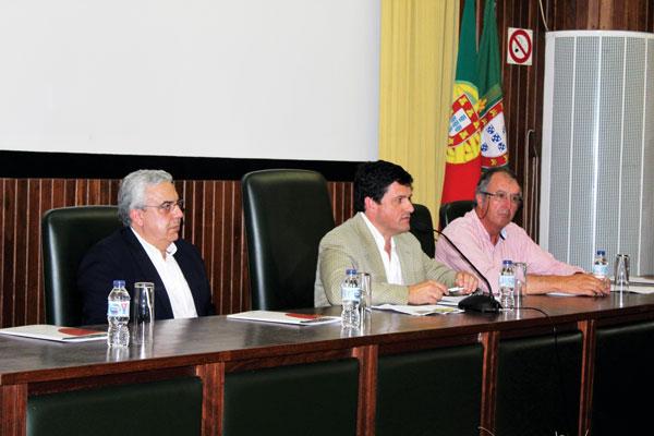Mesa da sessão de abertura do Dia do Agricultor: Presidente da Câmara Municipal de Elvas, Nuno Mocinha, Presidente do INIAV, Nuno Canada, Benvindo Maçãs, coordenador científico do polo de Elvas do INIAV